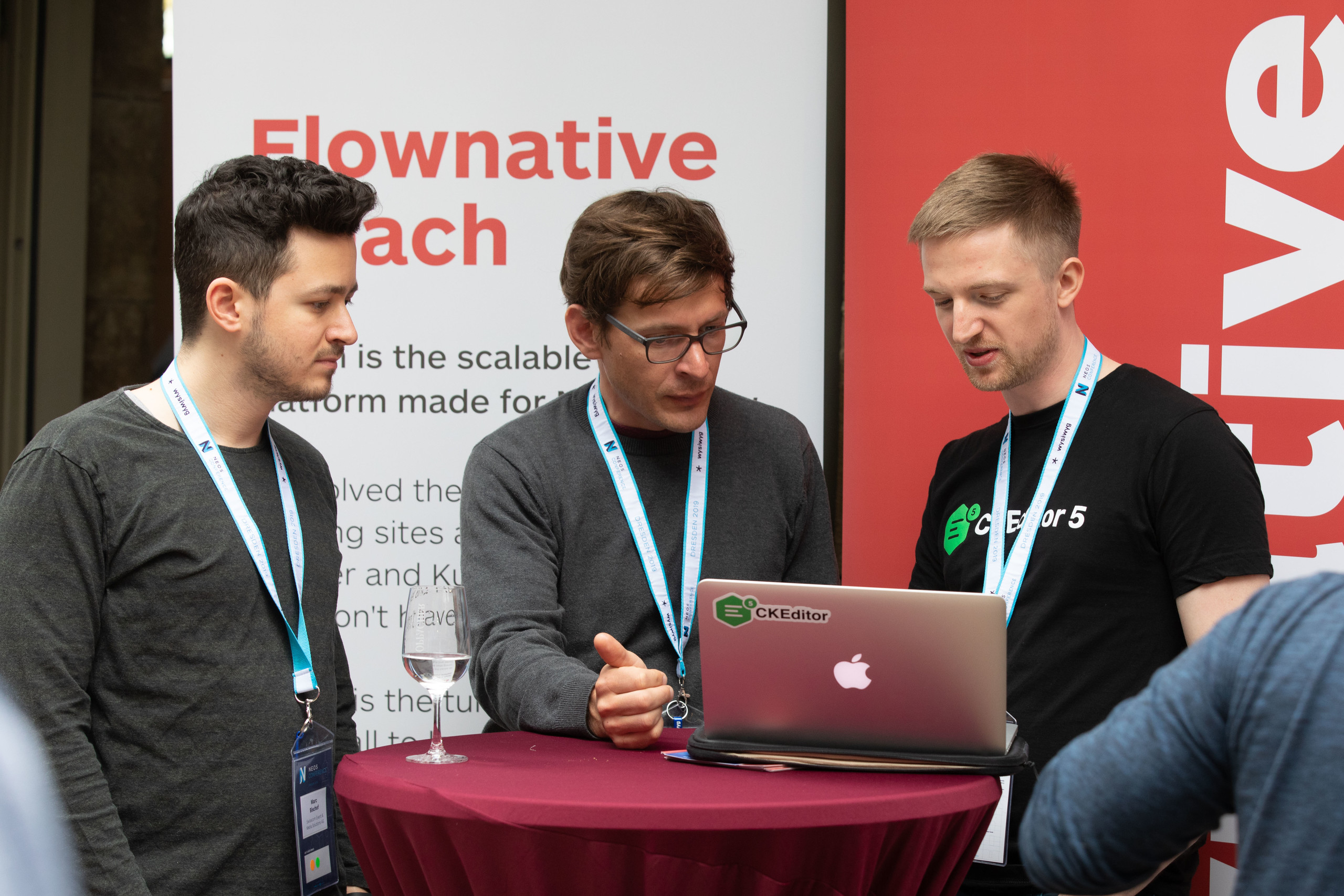 CKEditor5 being discussed in front of a Flownative Beach banner