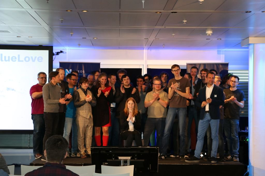 Picture of speakers, helping hands, organisers and Neos team on stage